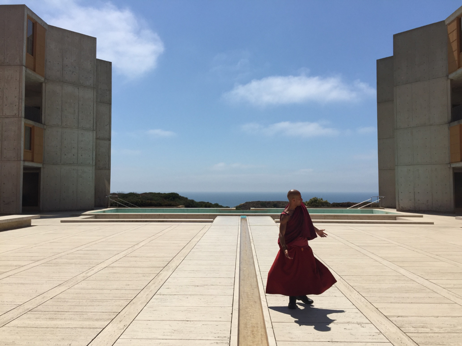 The plaza of the Salk Institute for Biological Studies (1965). Photograph by Russell Hughes, 2017.